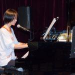 瞳を閉じて: ピアノ弾き語り本番