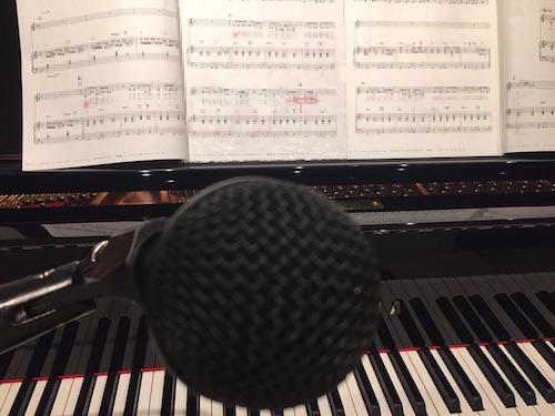 ピアノ弾き語り マイク